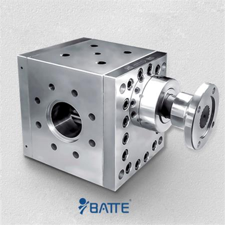 Gear pump in an extrusion line